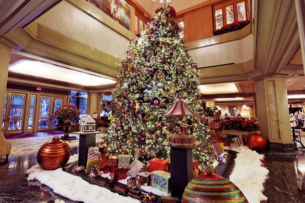 dekorasi natal lobby hotel