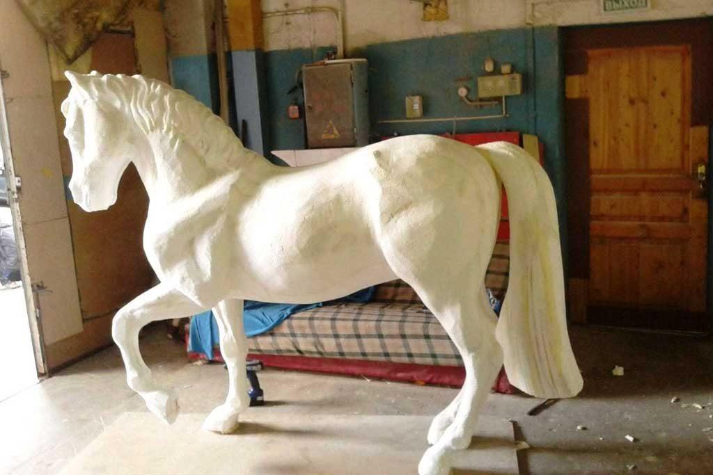 jasa pembuatan patung kuda gabus styrofoam