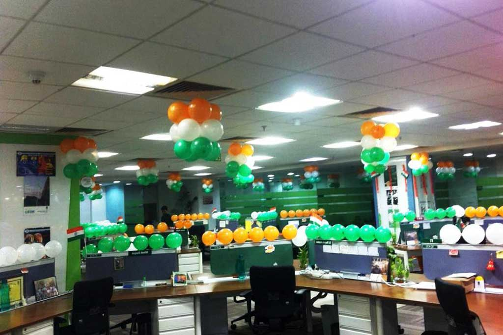 foto balon dekorasi di kantor