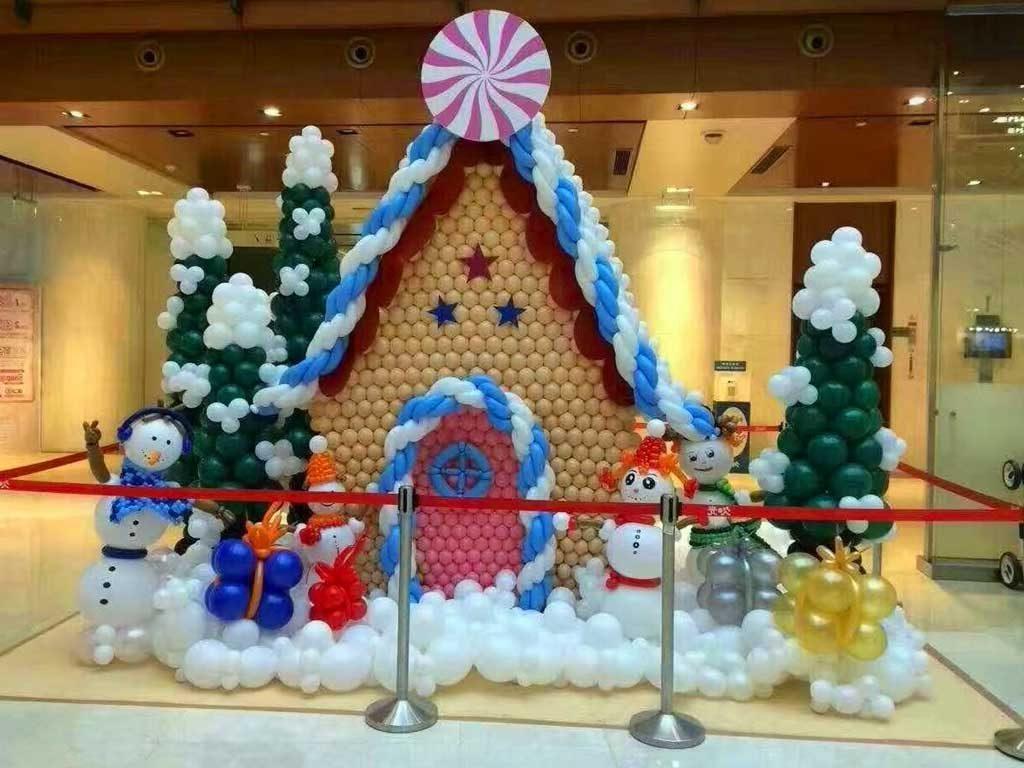 foto dekorasi balon natal di kantor