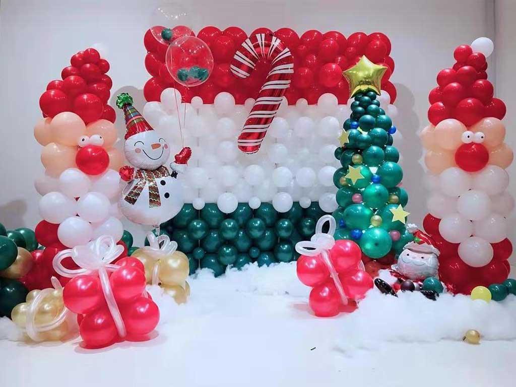 foto dekorasi balon natal di sekolah